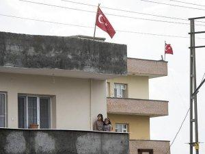 İdil'de terör operasyonuna bayraklı destek