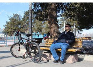 Erzurumlular Şubat Ayındaki Sıcağın Keyfini Çıkardı