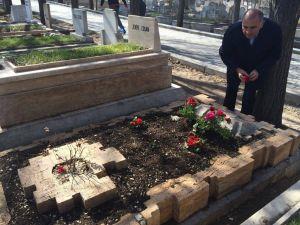 CHP Milletvekili Tekin, Deniz Gezmiş'in kabrini ziyaret etti
