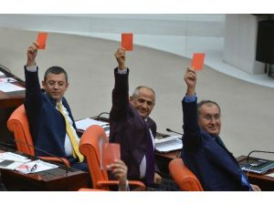CHP'den Kırmızı Kartlı Tepki