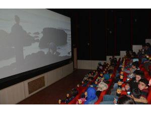 """""""Tarihe Yolculuk"""" Projesi Köy Okulu Öğrencilerini Sinemayla Buluşturdu"""