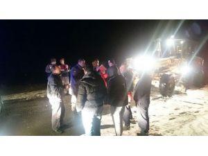 Karda Mahsur Kalan İşçiler Kurtarıldı