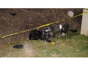Direğe Çarpan Motosiklet Sürücüsü Öldü