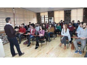 Medya Okulu Eğitimlerini Sürdürüyor