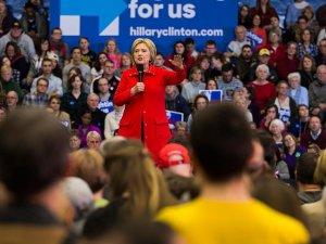 Clinton Güney Carolina'da Sanders'ı geride bıraktı