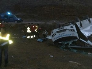 Hentbol takımını taşıyan midibüs devrildi: 2 ölü, 11 yaralı