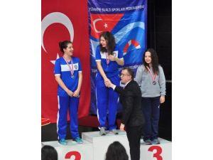 Kastamonu'lu Zeynep, Yüzmede Türkiye Rekorunu Kırdı