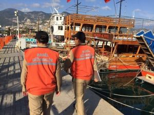 Alanya Sahil Güvenlik Ekipleri Tekneleri Denetledi