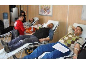 Simav'da Yüzlerce Vatandaş Kan Bağışladı