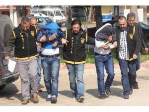 Otomobilden Hırsızlık Yapan Şahıslar Yakalandı