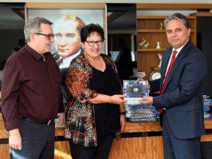 Gönüllü Turizm Elçilerine Uysal'dan Hediye