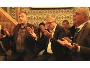 Fatih'te Prof.dr. Necmettin Erbakan Ve Şehitler İçin Dua Edildi