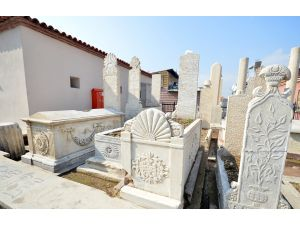 Emir Sultan Türbesi'nin mezarlık bölümü restore edildi