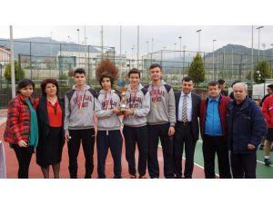 Teniste İzmir birincisi Yamanlar oldu