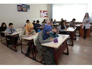 İhlas Koleji Başarılı Öğrencileri Destekliyor