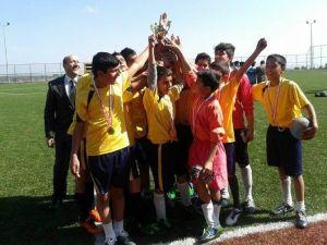 Yıldız Erkeklerde Futbolun Şampiyonu Gülbaba Zeynep Yıldırım Ortaokulu Oldu