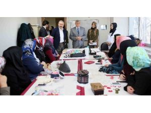 """Başkan Karaosmanoğlu, """"Eğitimin Ve Öğrenmenin Yaşı Yoktur"""""""