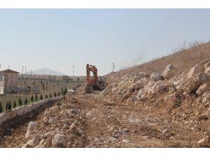 Cihanbeyli'de Gölet Bendi Yapımına Başlandı