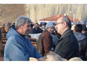 Başkan Şinasi Gülcüoğlu Canlı Hayvan Pazarını Ziyaret Etti