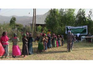 İhlas Vakfı'ndan Habeşistan'a Giyecek Yardımı