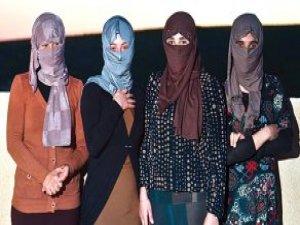 IŞİD Zulmü! 8 Kişiye Satıp 100 Kez Tecavüz Etmişler