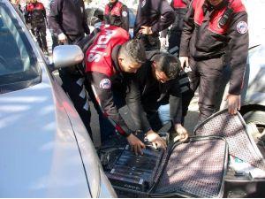 Kovalamaca Sonucu Yakalanan Otomobilden Kaçak Sigara Çıktı