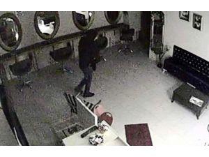 Hırsızlar Bilgisayarını Çaldıkları İş Yeri Sahibinden Helallik İstedi