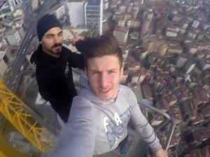 Selfie için 240 metrelik vince tırmandılar