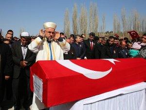 Şehit polis memuru Çetin toprağa verildi