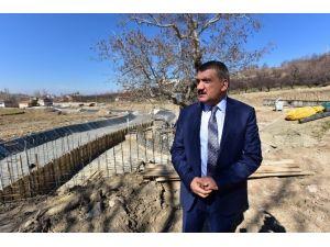 Gürkan, Tarihi Çınar Projesi Alanında İnceleme Yaptı