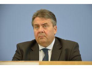 Gabriel: Küçük bir grup Almanya'nın imajına zarar veriyor