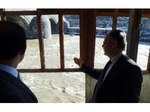 Kars Valisi Günay Özdemir Tarihi Muradiye Hamamı'nı İnceledi