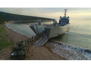 İzmir Körfezi'nde 17 gemi ile taktik eğitim