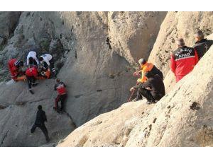 Fotoğraf Çekerken Kayalıklardan Düştü