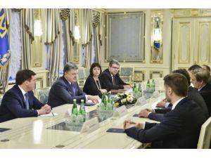 Poroşenko: Erken seçimlere müsaade etmeyeceğim