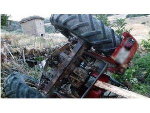 Freni Boşalan Traktörün Altında Kalarak Can Verdi