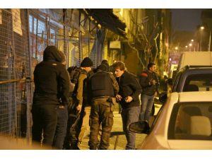 Şafak vakti polis baskını