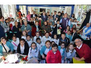 Öğrencilerden Gönül Bahçesi Yaşlılarına Ziyaret