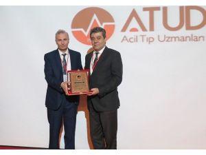 """Prof. Dr. Necip Becit """"Yılın Hastane Başhekimi"""" Ödülünü Aldı"""