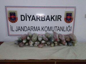Diyarbakır'da 13 Kilo Esrar Ele Geçirildi