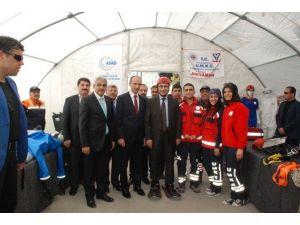 Vali Demirtaş, Sergi Çadırını Gezdi