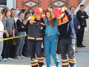 Lisede deprem, yangın, kurtarma ve tahliye tatbikatı yapıldı