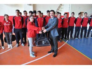 Vanlı Sporcular Mardin'e Uğurlandı
