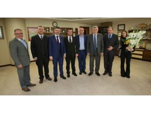 Başkan Karaosmanoğlu, Emlakçıları Ve Balkan Göçmenlerini Konuk Etti