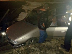 Otomobil İnşaat Alanına Girdi: 1 Yaralı