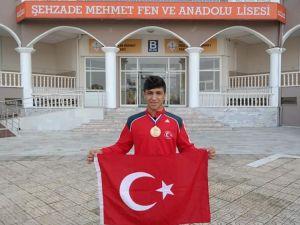 Güreşte Türkiye ikinci olan Şehzadeli Furkan, Manisa'nın gururu oldu