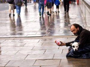İngiliz Dilenci Yılda 130 Bin Sterlin Para Topluyor