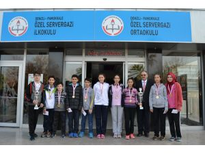 Servergazili yıldızlar badmintonda Denizli şampiyonu oldu