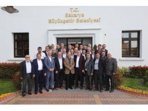 Muhtar İsmet İskefiyeli Sakarya Büyükşehir Belediye Başkanı Zeki Toçoğlu'nu Ziyaret Etti