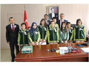 Öğrenciler, Vergi Dairesi Başkanı Poyraz'ı Ziyaret Etti